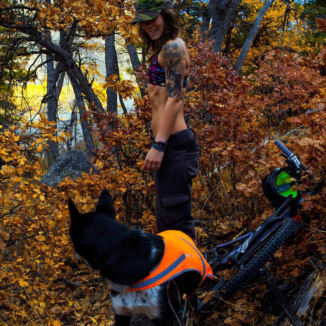 Fall is in full effect but you can still rock your bikini! Team athlete @shanskouras reports that the #sensicolleen is her fave sports bra! #teamsensi #mountainbiking #doglovers #getoutside #jointheadventure