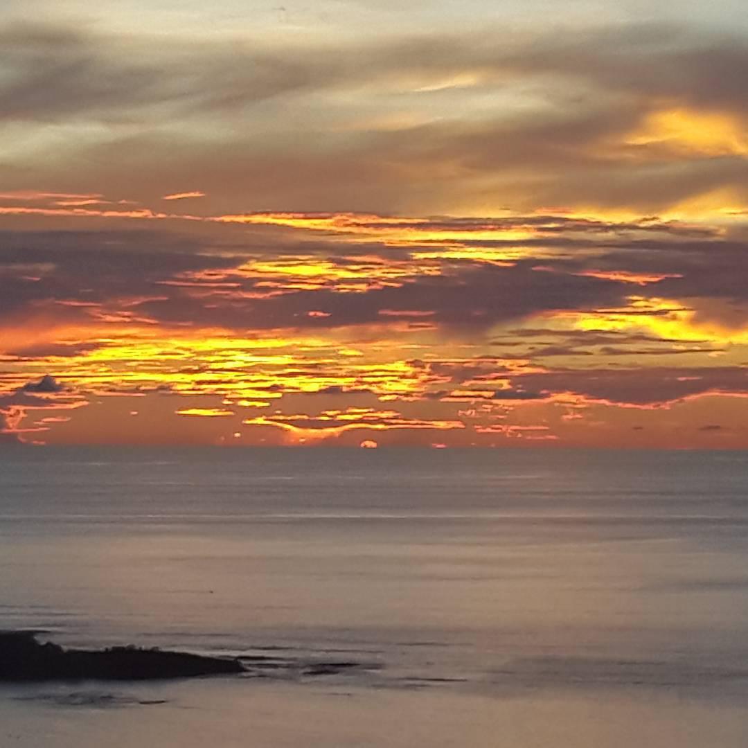 Me dijeron que unas de las mejores vistas del atardecer, se encontraba desde el mirador de tamarindo. CORRECTO!! #sunrisebeach #sunsets #atardecer #tamarindo #descubrecostarica #sunset_madness #all_my_own #photooftheday #mytravelgram #estaes_america...