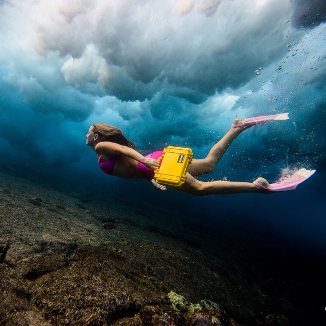 Late for work! At least there is no traffic!;) @pelicanproducts @odinasurf @teekigram @dafinhi #underwateroffice @hisarahlee photo