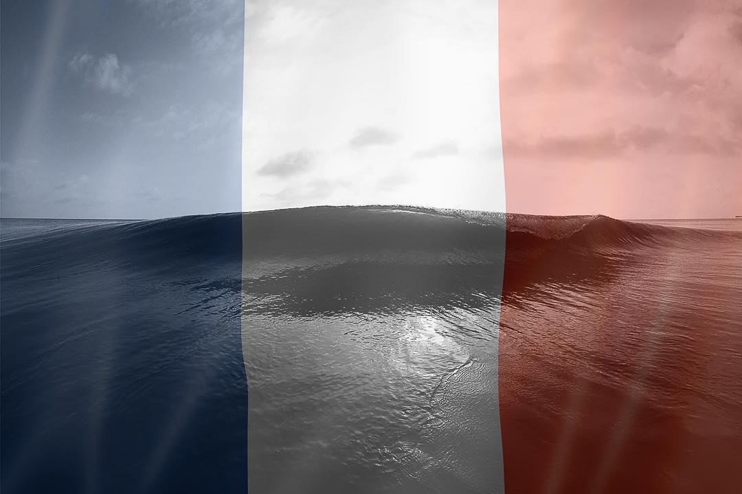 Sending waves of hope + peace to those in Paris, France.