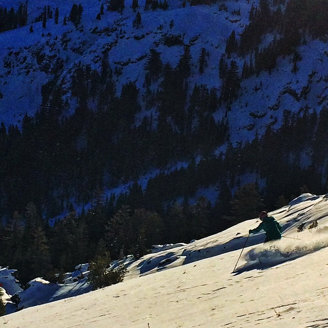@hazelbirnbaum enjoying some legit early season powder in the morning light @kirkwoodmtn . Winter is on like donkey kong! #powder #laketahoe #californiadreaming #ski #snowboarding @oakley @dakine @epicbar @neversummerindustries @avalon7