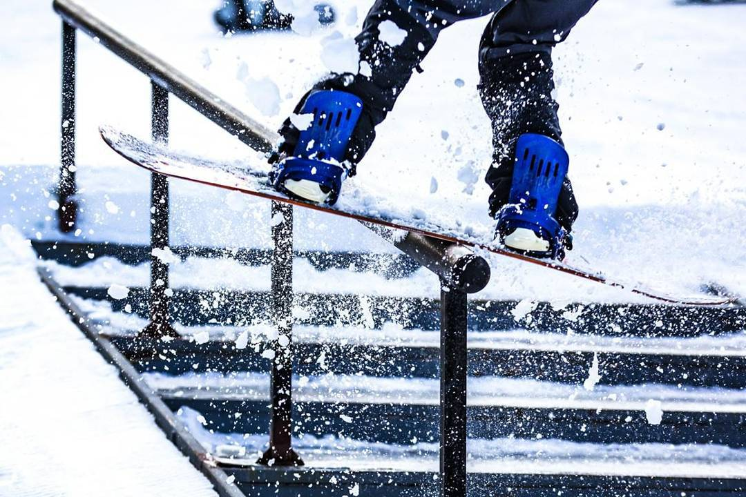 It's snowing at @Bear_Mountain and @MikeEGray was sending it all day in his new SF Bindings.