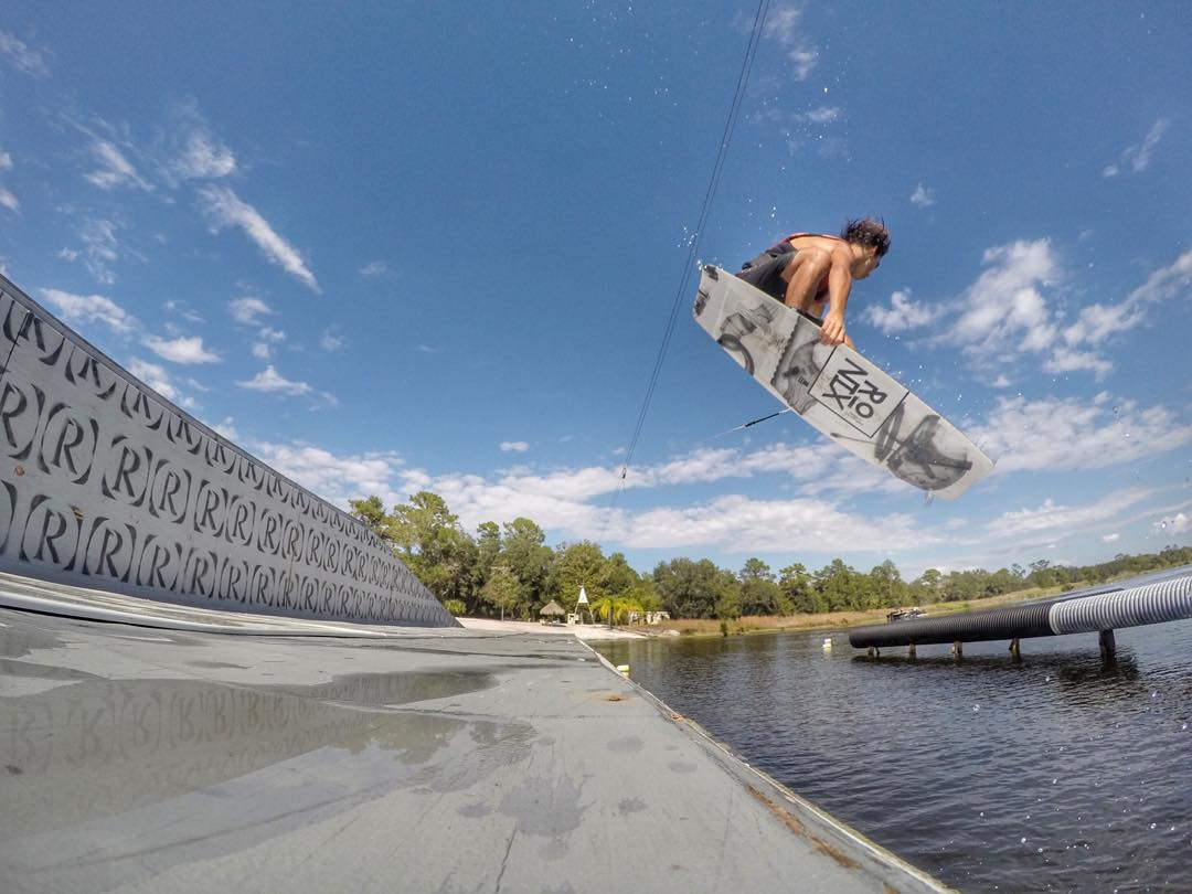 @jake_pelot airing the hip. #pressplay #ronix2016 #aquaticresearchanddevelopmentlab #oneloveinwake #fortifiedwithlakevibes