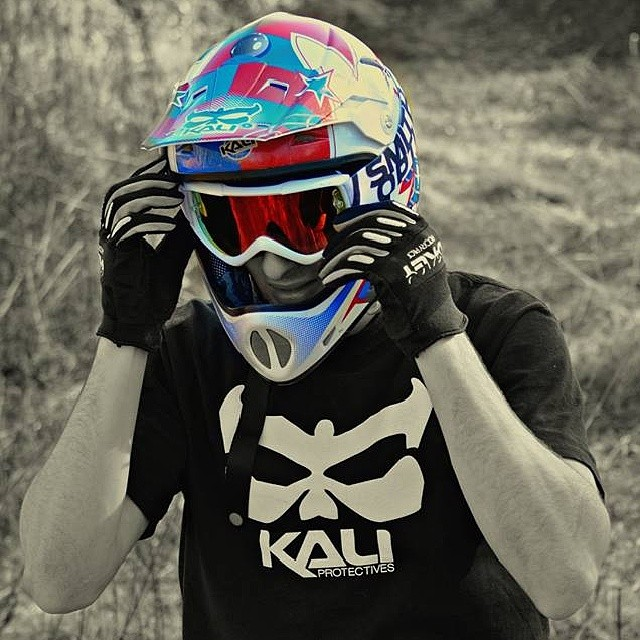 Great shot of Johannes Allgaier sporting the AVATAR Flipper. #kaliprotectives #kalipro #kalipro #johannesallgaier #avatar #dh