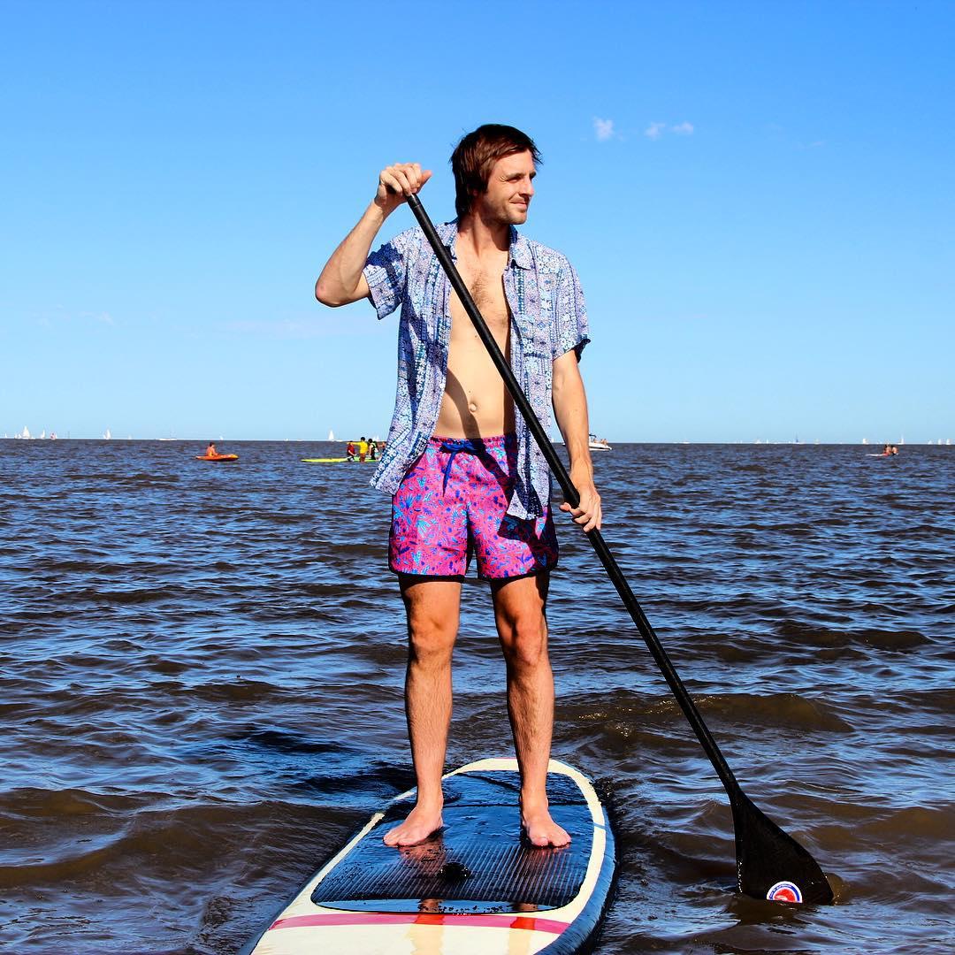 Una tarde de stand up paddle es muy pero muy panza. Y ni hablar si te lo arma  @escuelaelmolino ... #standuppaddle #riverlife #sup #verano #summer #instafashion #fashion #pattern