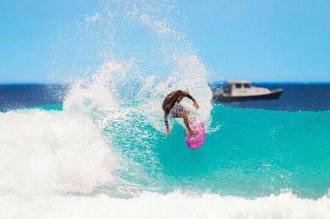 @rob_machado probando las olas de Barbados