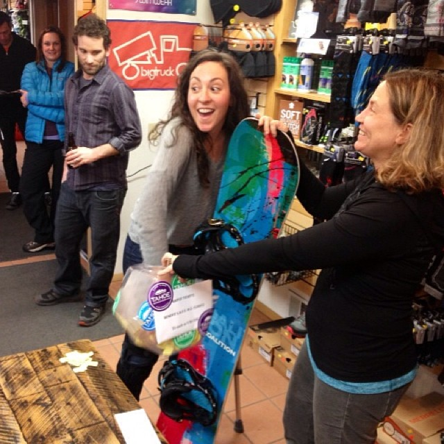Having fun raffling off a Coalition #snowboard at @tahoemountainsports and raising the monies for #SafeAsClinics. Thanks everyone who came out to see the show!  #sisterhoodofshred #tahoe