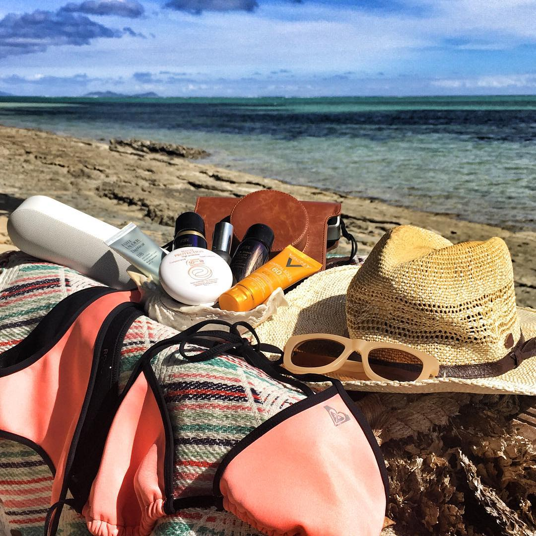 Here's a sneak peek inside @brunasschmitz's Fiji beach bag. Tell us your island essentials