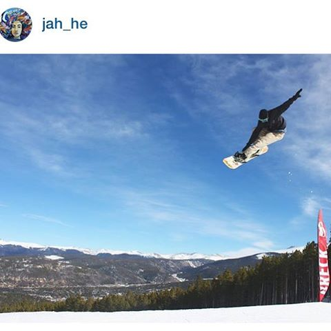 It's the season in Breck! #AV7Renegade @jah_he kicks it off right! #avalon7 #liveactivated #snowboarding #breck www.avalon7.co