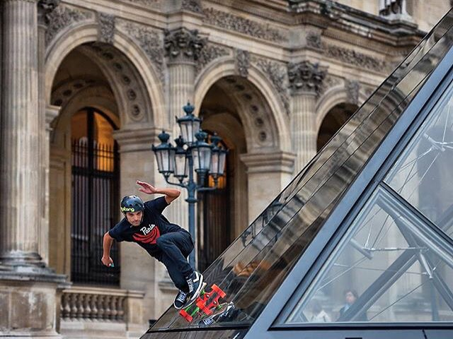 Would you even dare skate a glass bank? Much less the infamous glass pyramid at the Louvre in Paris? @lotfiwoodwalker just might have.