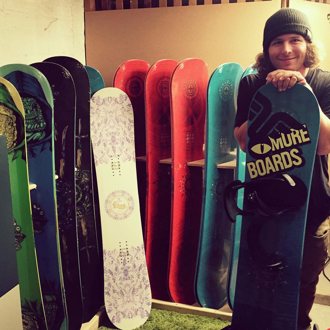 2016 Thrive #snowboards just arriving in #austria #thrivesnowboards @patrickpitter #newdecks #snowboarding #thrivecrew @moreboards_salzburg #relentless