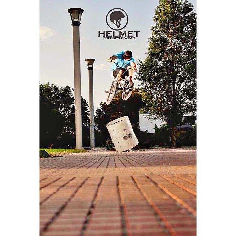BMX ... Mostranos tus trucos en #helmetfw asi reposteamos tu foto! Show us your style in #helmetfw!