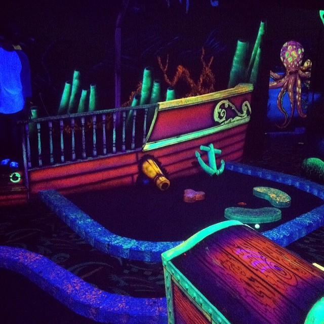 Heavy black light putt putt match // stoked for spring fling at @obergatlinburg #stzlife #thegreensaregreen #puttputt #trippymane #myrtlemountain