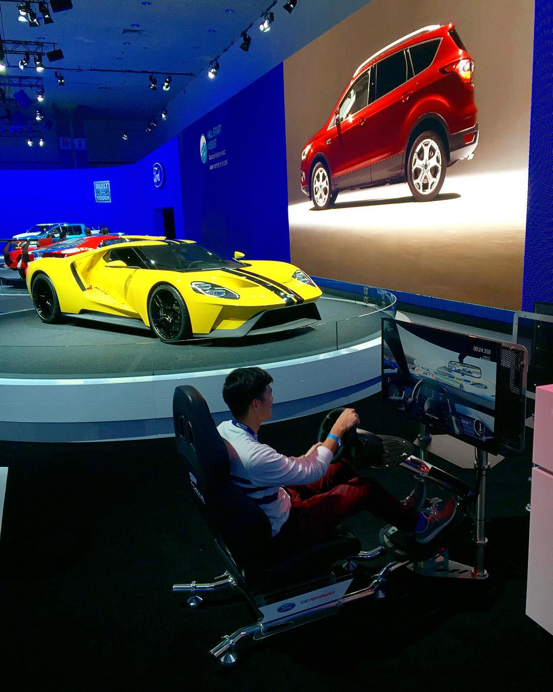 Our sim at the #donutgarage might be better, but that @ford GT in the back though.. #LAAS