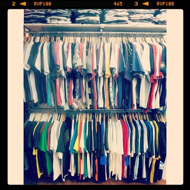 abuso de #remeras en el.primer piso de suc. #avStaFe4096 #galeriaplazaitalia todas marcas de skate nacionales e importadas