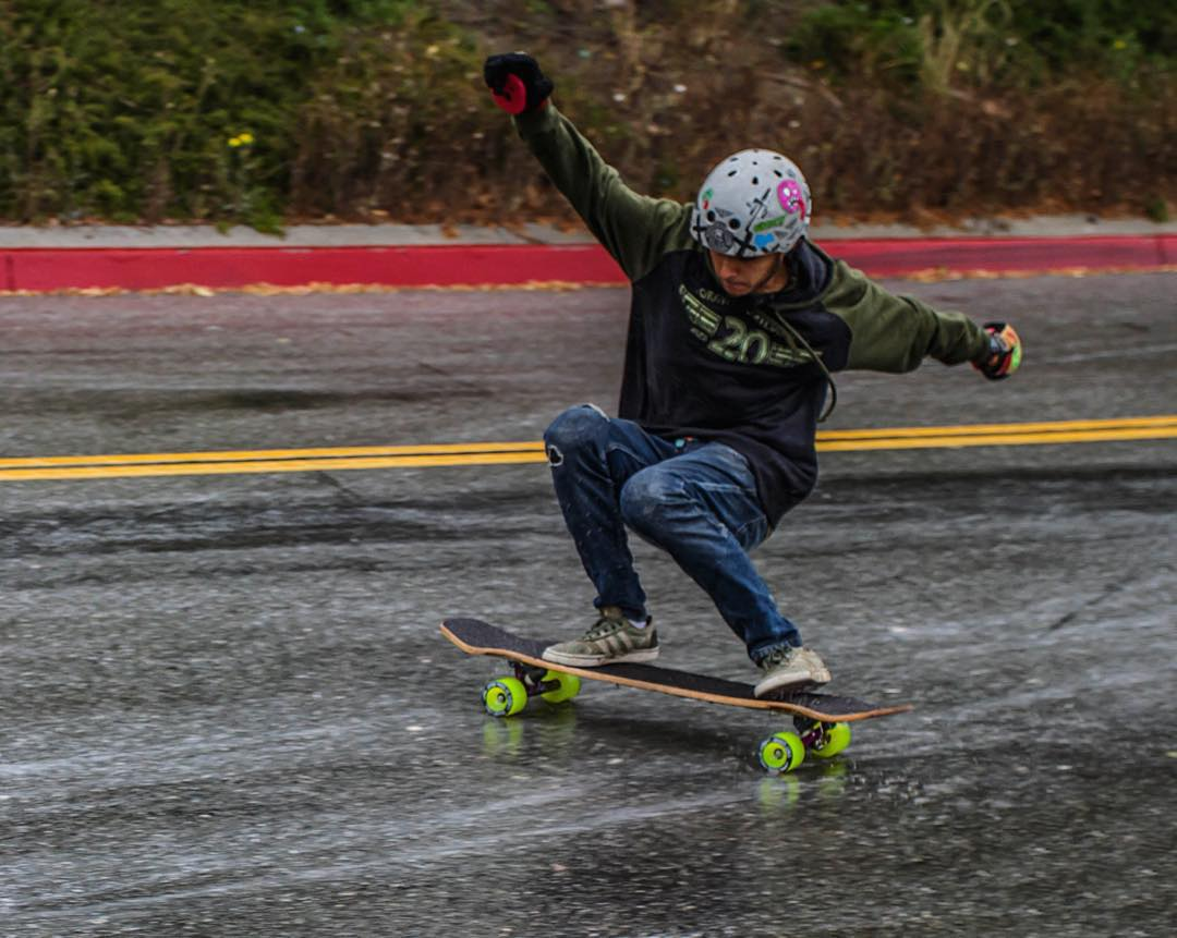 Always making it look easy. #throwbackthursday to team rider Gustavo Mello (@mello_gustavo) leaving #thanelines in the rain on some neon green #streetslayers.