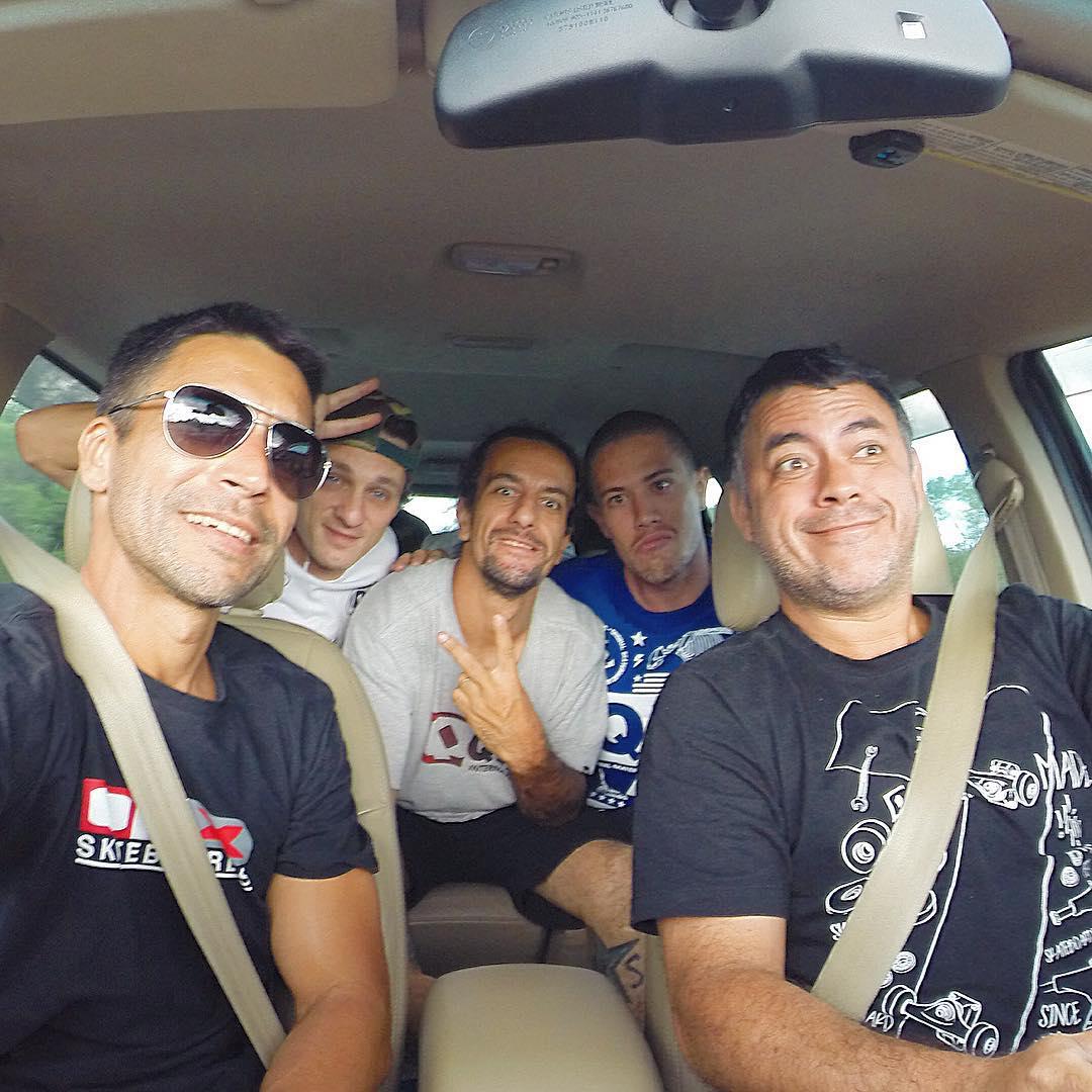 #QixTeam na estrada, destino #Uruguaiana - RS  Com @AllanMesquitta @ThiagoPingo @RodrigoLeal @Samuel_Jimmy e @JulioDetefon no jet! Rumo à última etapa do circuito gaúcho !  #skateboardminhavida