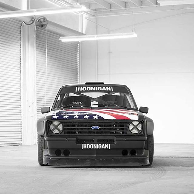 Remember that #GymkhanaEscort thing? You know, @kblock43's only rwd car, the one that punishes tires while screaming at 9000RPM. Of course you do. Well now you can snag some hi-res wallpaper images on our blog over at #hooniganDOTcom.