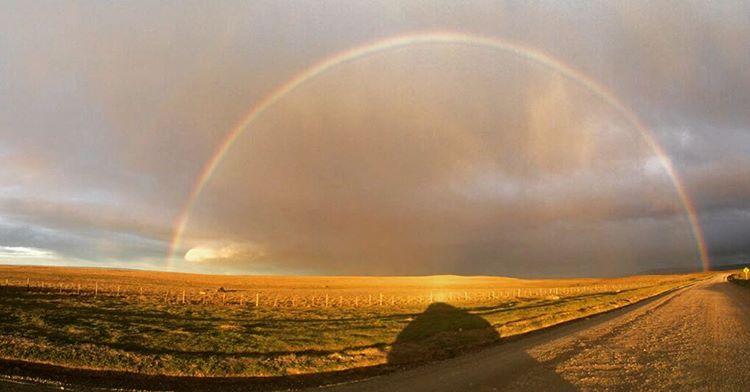 """""""El regalo de la tierra"""". Gracias @nadiafinck #rainbow #sepuede"""