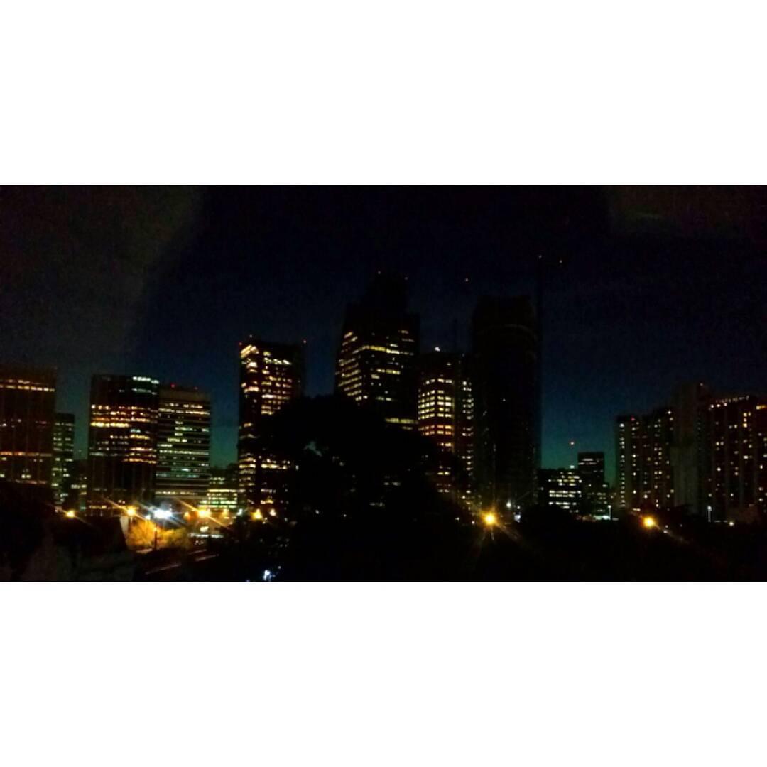 La belleza de la oscuridad.  #buenosaires #nochemagica #unasur #muntref #city #citylights #bsas #sinfiltro #instanight
