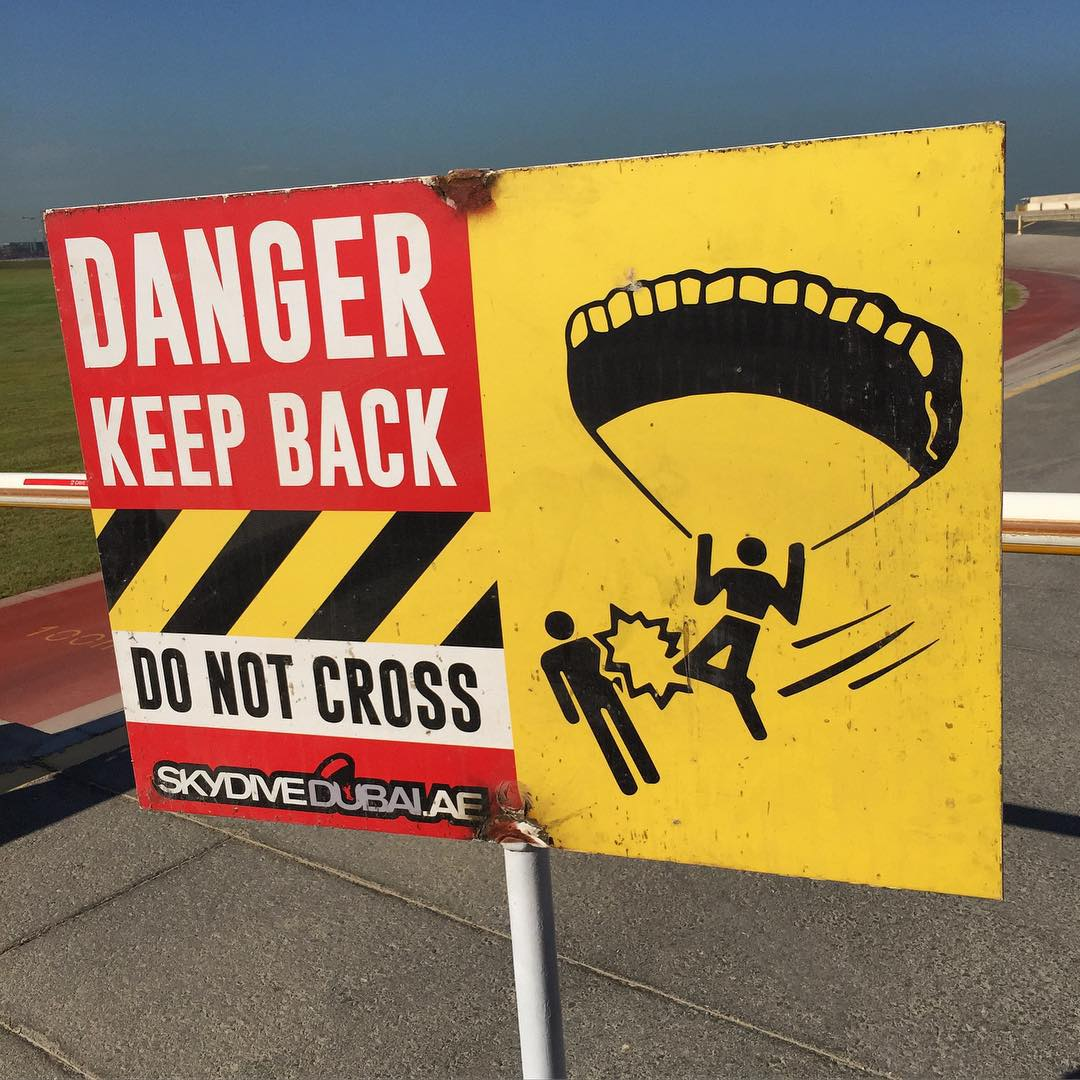 Ha, I lol'd at this sign at @SkyDiveDubai. Watch out for skydiving kickboxers! #flyingknee #skydivekickboxing #dangerzone