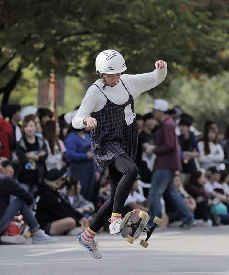 The longboard scene in Korea is vibrant and growing! @kimbyeolchorong caught mid-trick #xshelmets #longboarding #victorsboardshop