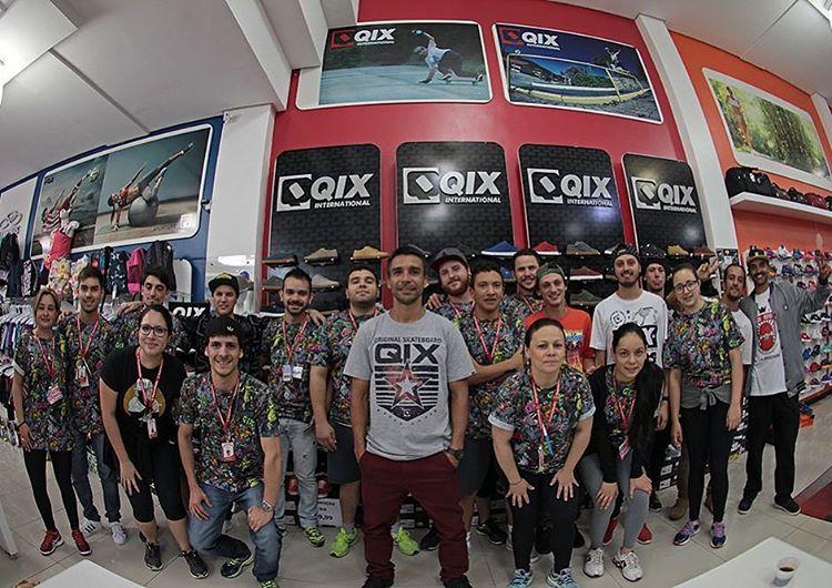 Equipe QIX fazendo visita na loja @sapatolandiasports em Uruguaiana - RS. @allanmesquitta @rodrigoleal @thiagopingo @samuel_jimmy @juliodetefon @jam_elisandrosouza @luizdentinho #QixTeam #skateboardminhavida