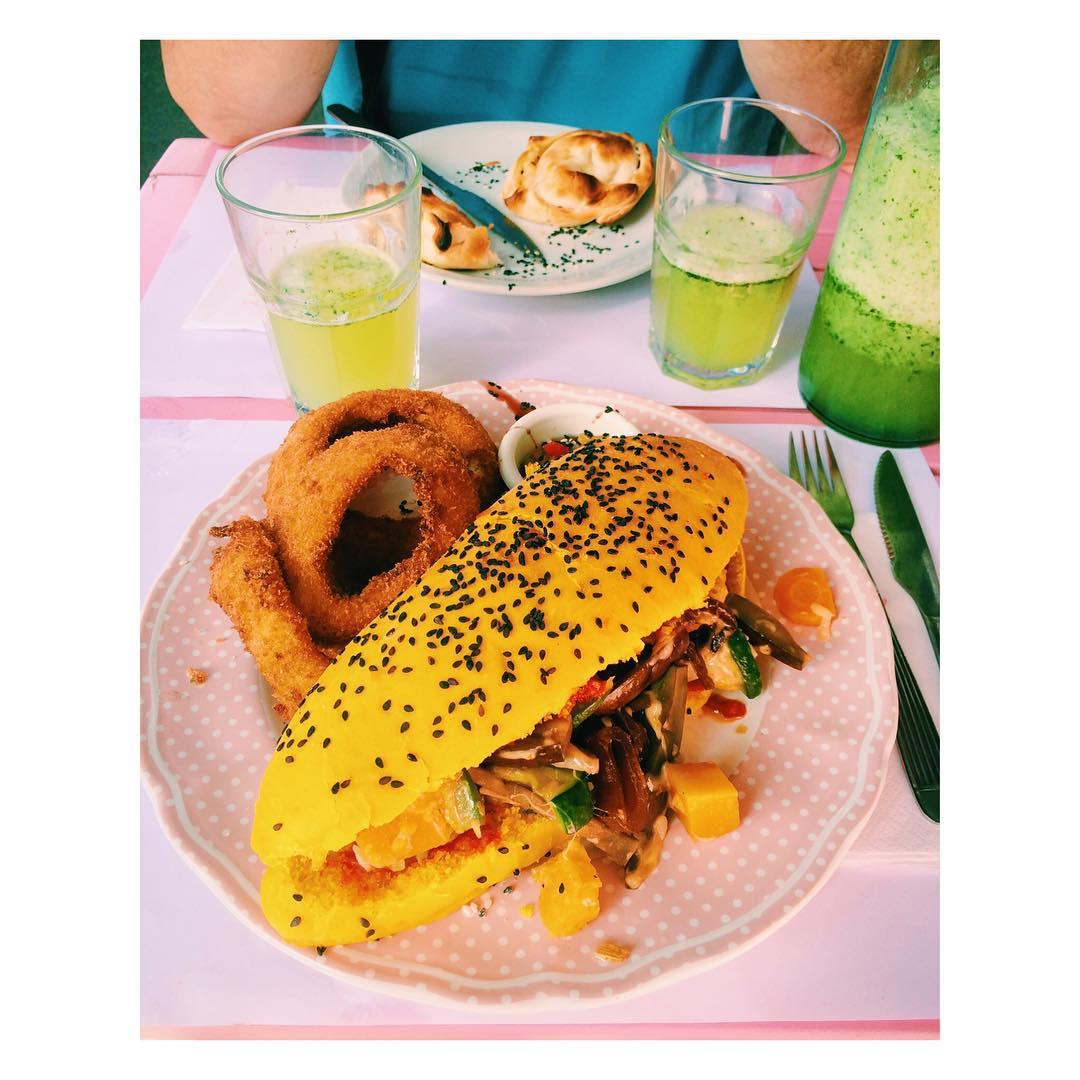 Yummy yummy #veggie #curcuma #onionrings #apple #iphone #pink #lemonade #panerarosa #palermo #buenosaires #lunch