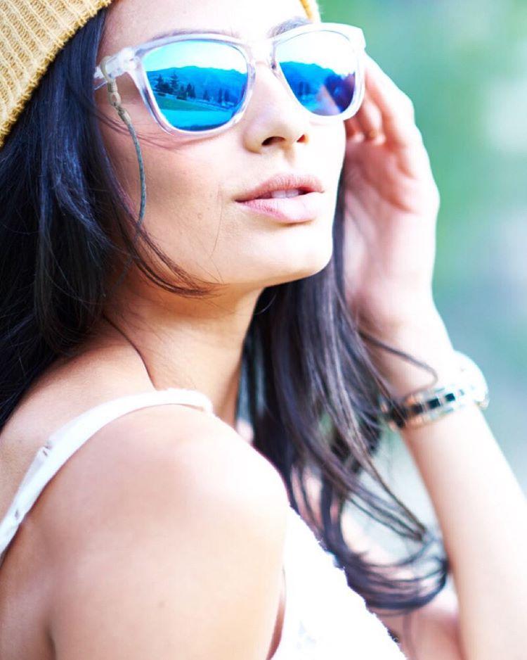 Not your grandma's eyewear retainer Made from premium braided bi-bast leather / Shop link in bio @juliameirelesrj sports the Blue Coconut shades with the Sky Blue eyewear retainer and the Sand beanie #Kameleonz #LifesABeach #EnjoyTheRide