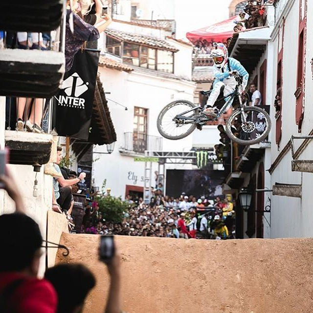 Yeooow! @finniles boosting for the crowds....! Looked like another wild event for  the Taxco #urbandownhill down in Mexico. #661protection #Sixsixone #661 #ProtectFun Photo - @davetrumporephoto / @teamlapierre