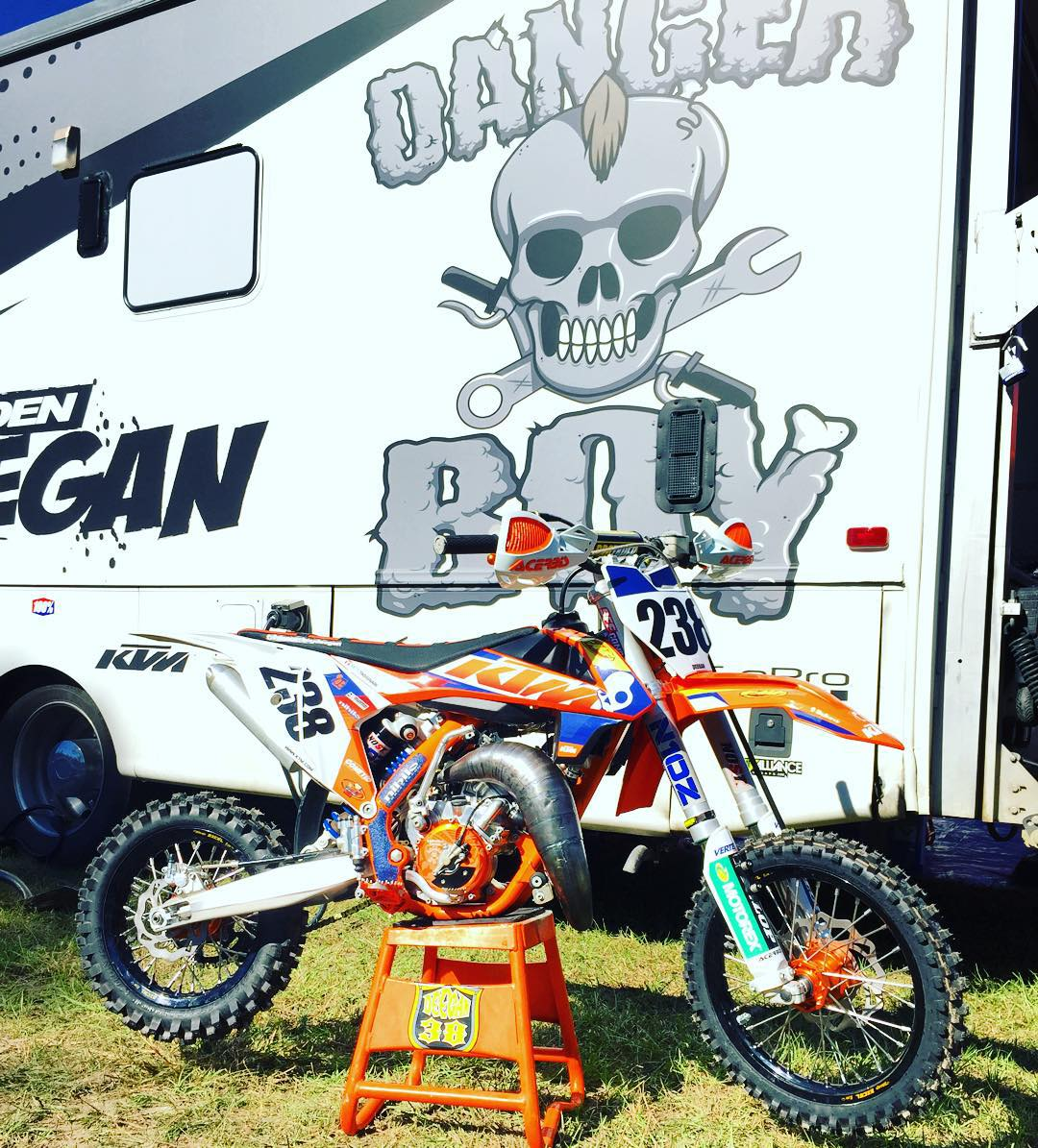 Dang I wish I had this stuff when I was a kid haha. @dangerboydeegan mod #KTM is on point. @orangebrigade #dangerboy #miniolympics #fastmotorcycles #fastbikes #bikes #motorcycles