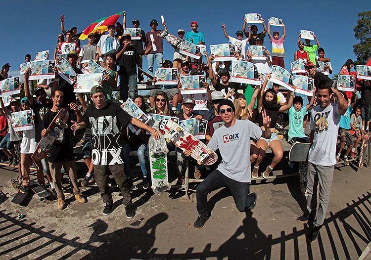 Equipe QIX recebendo o carinho do público durante a final do Circuito Gaúcho de Skate em Uruguaiana - RS. Obrigado! #QixTeam #skateboardminhavida #fgskt @samuel_jimmy @rodrigoleal @thiagopingo @allanmesquitta