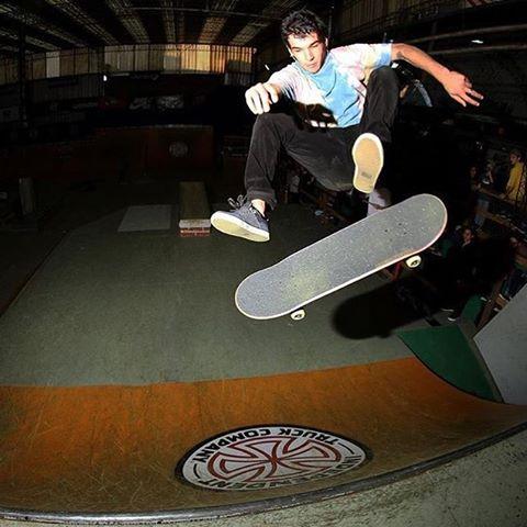 Fs Flipi de nuestro crack @sandromoral @ehparkparadise_skatepark #volcomskate  #reallifehappening #truetothis