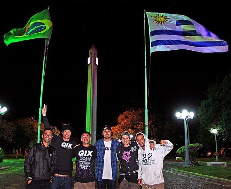 #QixTeam na divisa do Brasil (Santana do Livramento) com Uruguay (Rivera). #qixtour #skateboardminhavida @samuel_jimmy @rodrigoleal @thiagopingo @allanmesquitta @luizdentinho @juliodetefon