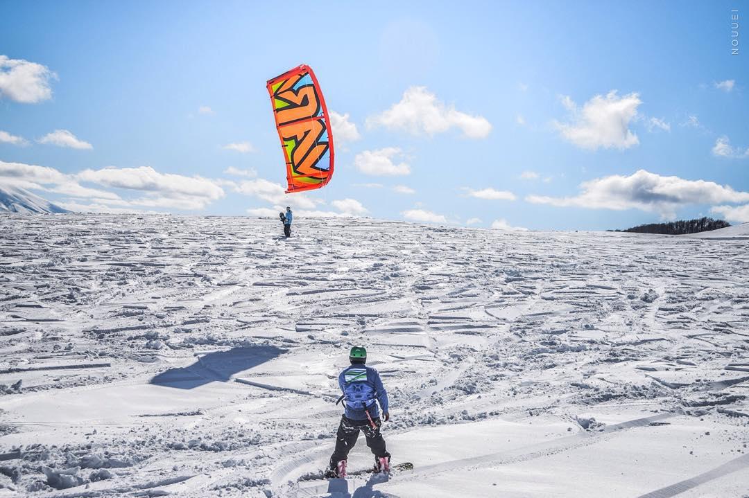 Riding Patagonia PH:#nouuei Rider: @nicklausamoroso #patagonia #rideyourstyle #ridinglife #mountain #exploring #adventure #border #argentina #chile #snowkite #kite #kiteboarding #snow #snowboard #ski #varikites