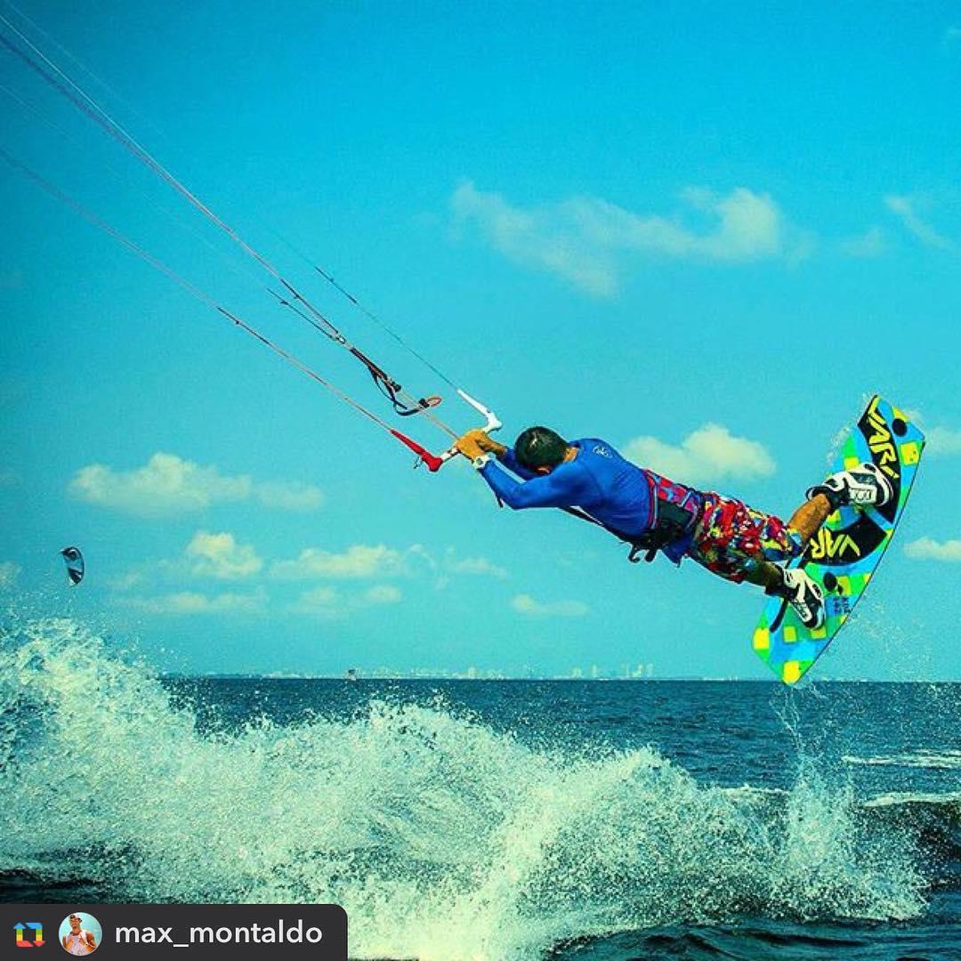 Rider: @max_montaldo Ph: @305kitesurf #rideyourstyle #ridelife #kite #kitesurf #kiteboarding #variteam #rider #condorc #koa #kitetricks #kitetrip