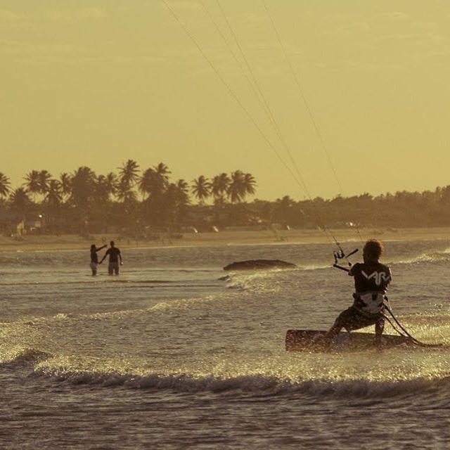 Sunset @kaludesousa #sunset #kite #kitesurf #kiteboarding #brazil #teamrider #varikites