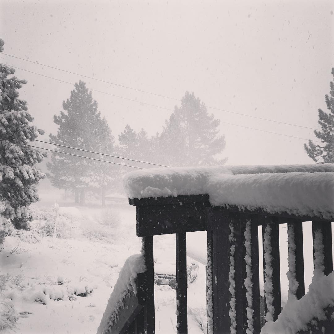 "The storm is a brewing and the snow is falling more than 1"" per hour #Tahoe"