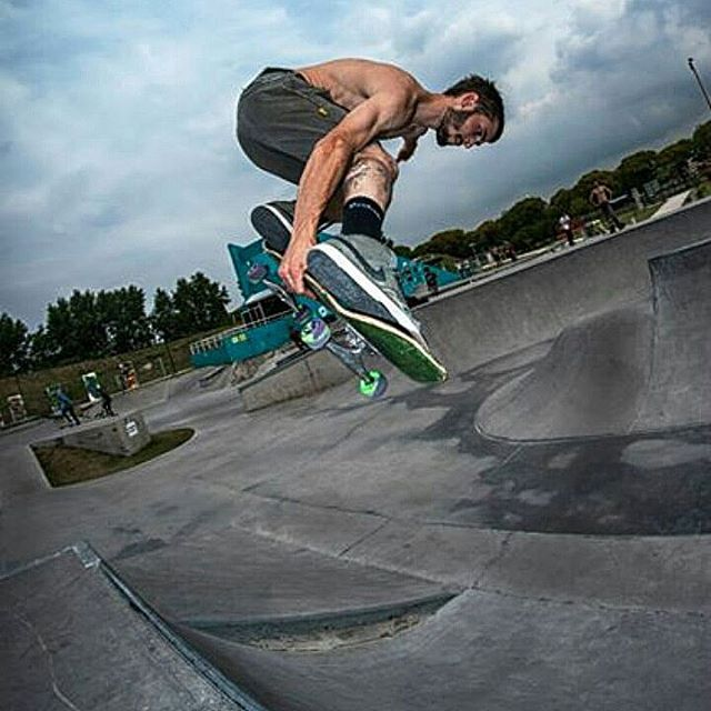 Un backside melon de victor @victor.ces en pachapark costanera norte #skateboarding #skatepark #delsantoarg PH : fabri larralde (@fabrisk8er )