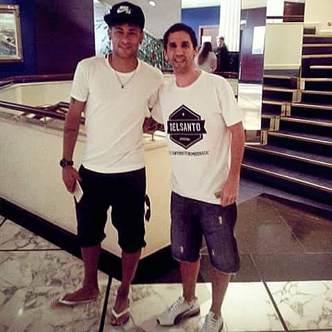 ¿ Queres ganarte unas remeras delsanto ? Publica tu foto con #Delsantoxelmundo vamos a regalar 3 remeras a la foto con mas likes. Nombra el lugar del mundo en donde estas y tu pasion. #delsanto #neymar