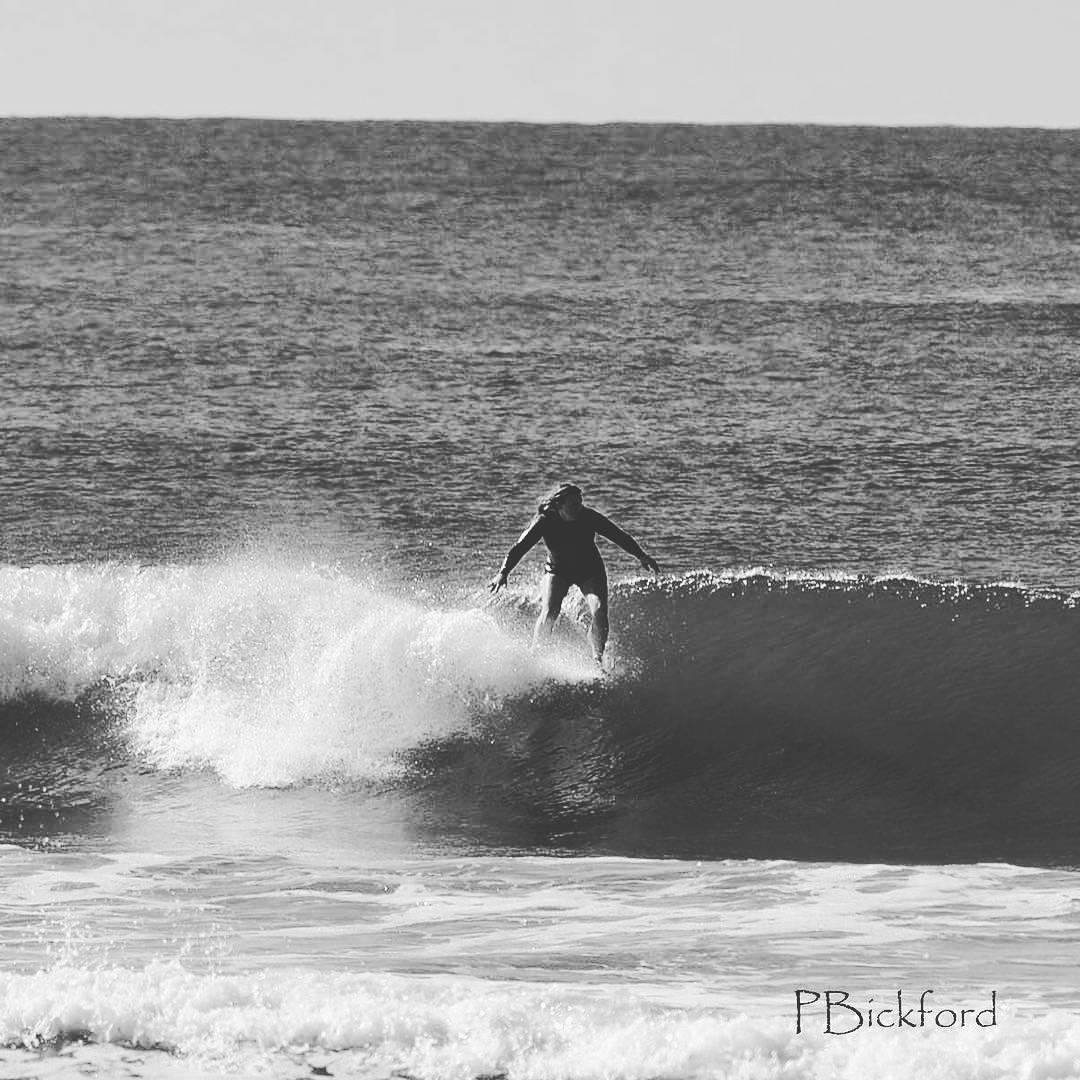 #akelasurf Rider @kaitlin_maguire photo @paulita1954 #california #surf #ladyslider