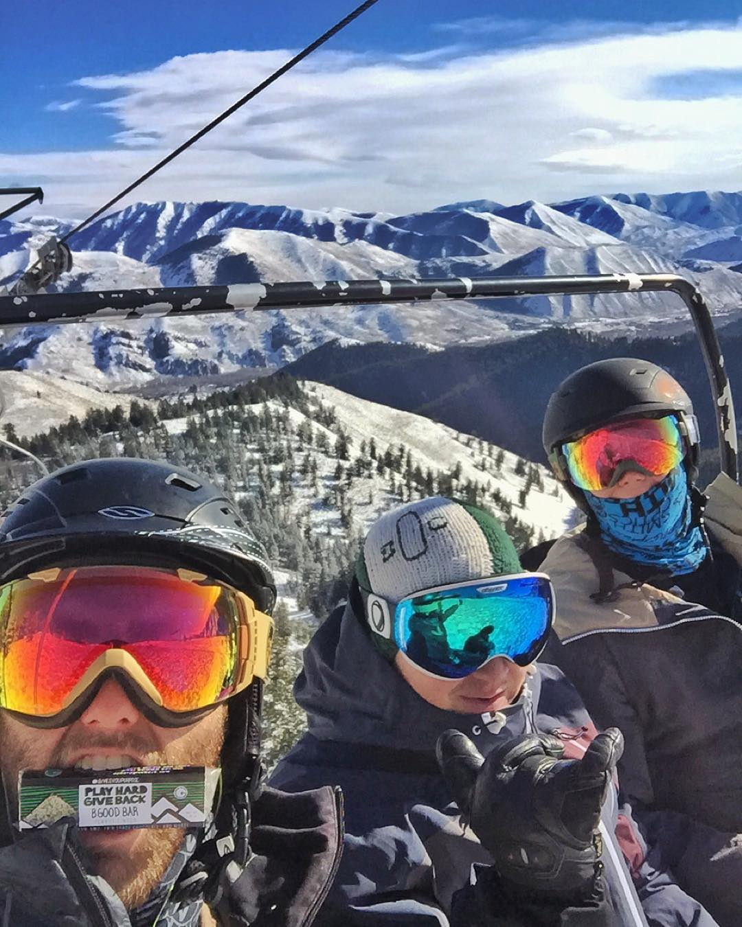 #happythanksgivingyall !!! We are SO thankful to spend the day with family and friends doing what we love here in @sunvalley #skiing! Have a fun a safe weekend everyone