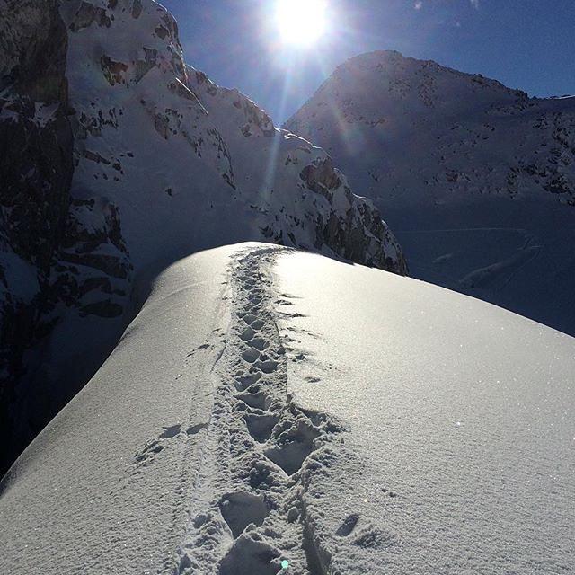 @robinvangyn making fresh tracks to kick off the snow season #regram #ROXYsnow  roxy.com/snow