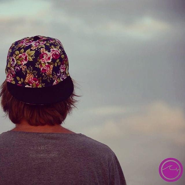 Todavía no tenés tu gorra floreada #Bleu? Qué esperas?! Conseguila en www.underwavebrand.com! Ventas en Rosario por @underwaverosario - Envíos a todo el país