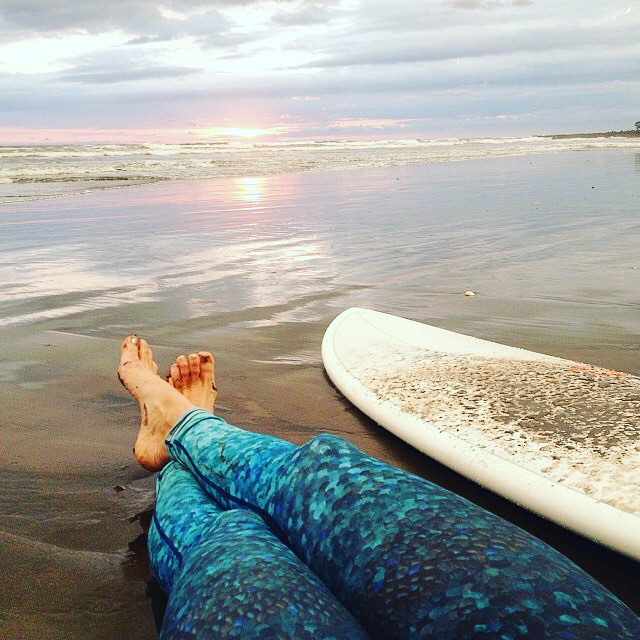 All the best days end with a beautiful sunset #weekend #azulscales #surfleggings #surf #sunset #OKIINO