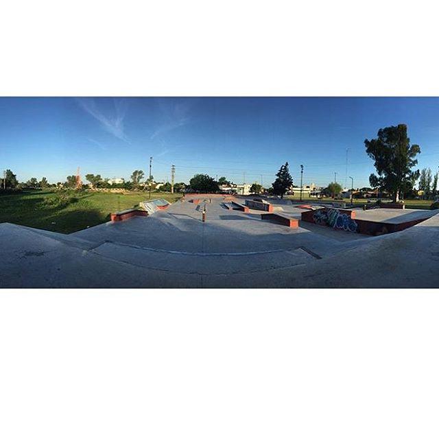 Como una hoja en blanco, para que escribas el día que quieras tener. #skatepark  ph @santirezza #truetothis
