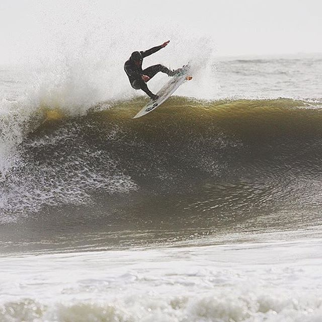 New Jersey's @ianbloch going fins free in frigid Fall conditions.