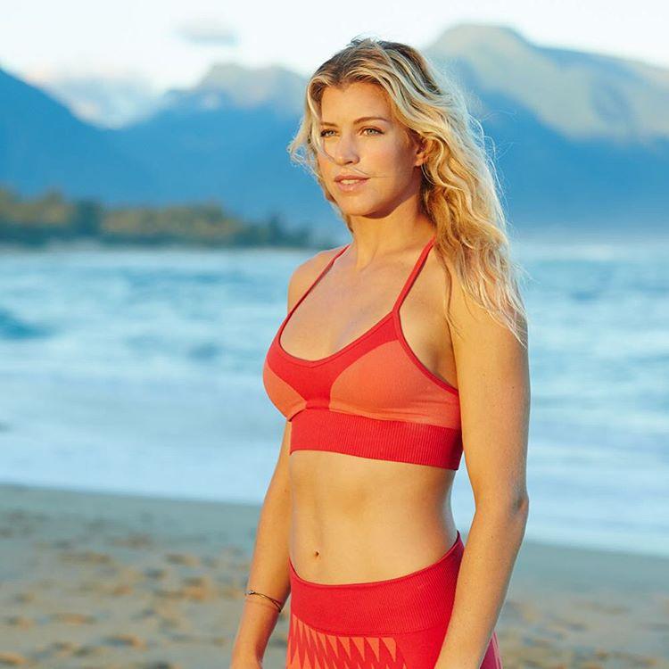 Radiant @rosyhodge #ROXYfitness  roxy.com/fitness