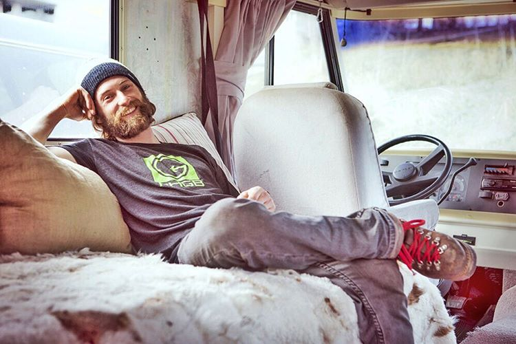 #PHGB athlete @codybbarnhill straight #chillin in the @playhardgiveback motor home! We're feeling a little sluggish after the Thanksgiving weekend...You?  Here's to a #healthy #energized week ahead, full of opportunity!! #snackwithpurpose #jointhemovement