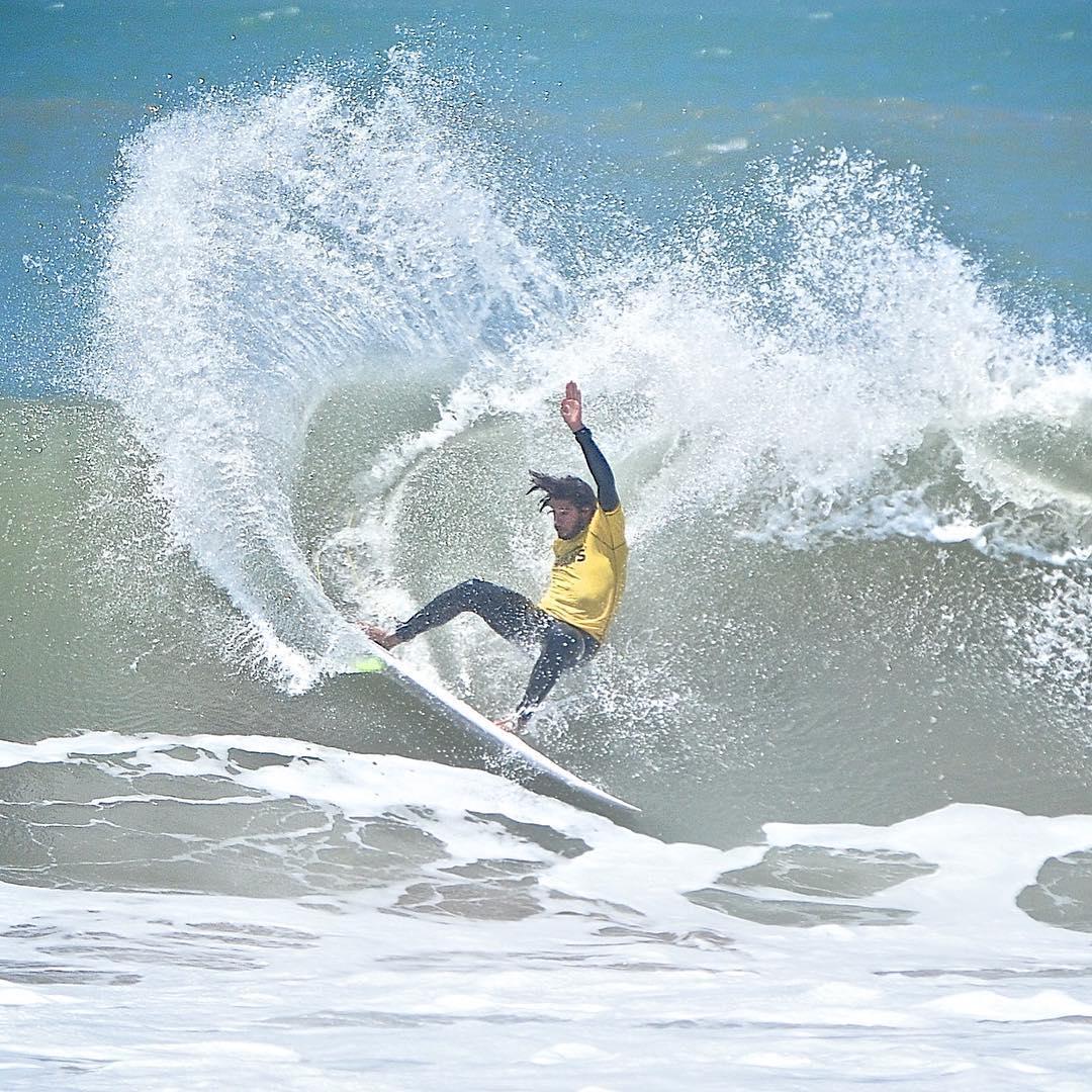 Layback de @nahuelrull que esta tarde, en Honu, ganó el #SurfTheChecklist. El podio lo completaron Brian Masmut, Franky Usuna y Nahuel Amalfitano